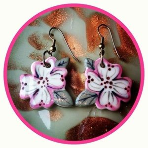 Dogwood Lane Jewelry - VINTAGE 90's Dogwood Blossom Flower Earrings